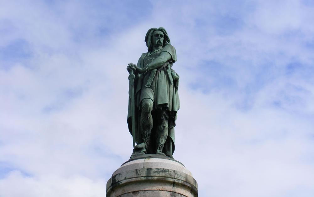 Vercingetorix vereinte die meisten bis dahin verfeindeten Stämme gallischen Völker und führte sie in den gemeinsamen Kampf gegen Cäsar