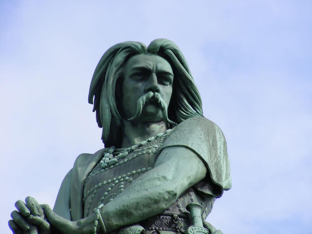 Der legendäre Held des gallischen Krieges Vercingetorix kämpfte gegen Cäsar. Dabei konnte er Cäsar eine bittere Niederlage in Gergovia beibringen