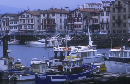 Wie ausgestorben, der Fischerhafen in der französischen Gemeinde Ciboure im Département Pyrénées-Atlantiques, Aquitanien.