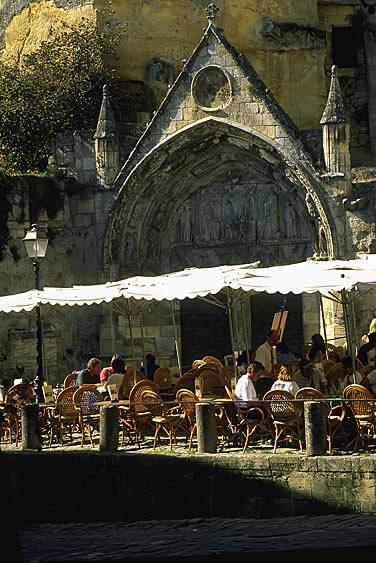 Nicht nur wegen seines guten Weins sondern auch wegen des Charmes dieser mittelalterlichen Stadt ist Saint Emilion eine Reise wert.