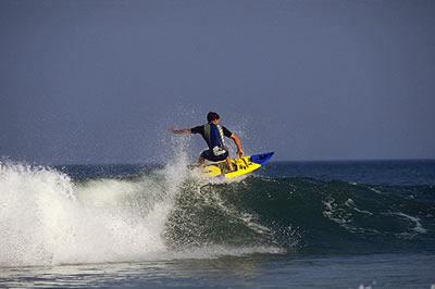 Die Atlantikküste in Aquitaine ist ein wahres Surf- und Segelparadies. Viele Besucher kommen jährlich an den Atlantik um ihre Surf Künste zu zeigen.