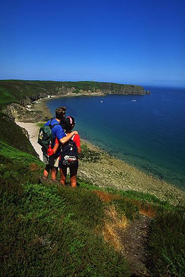 Ausflüge und Spaziergänge an der Küste der Bretagne haben ihren ganz besonderen Charme. Unberührte Natur mit einer unvergesslichen Aussicht genießen