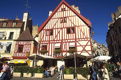 Dijon, die Hauptstadt von Burgund, war schon in historischer Zeit bedingt durch seine verkehrsgünstige Lage ein wichtiger Handelsplatz.