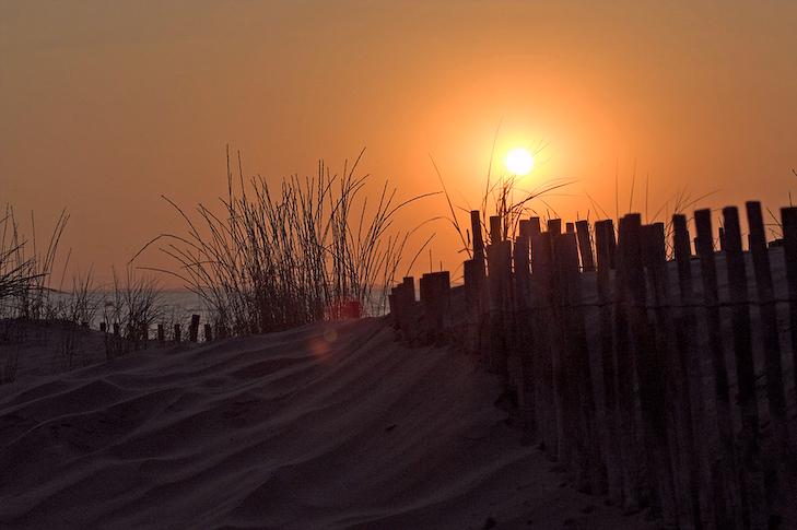 Wunderschöner Sonnenuntergang in der Camargue. Ein ruhiges Plätzchen zum wohlfühlen und entspannen.
