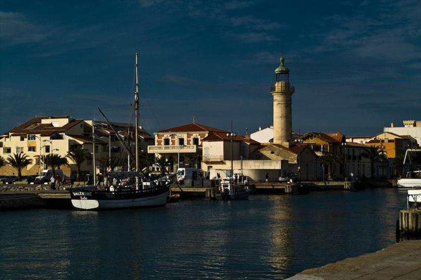 Le Grau-du-Roi liegt im Département Gard in Südfrankreich. Zu sehen ist der Hafen von Le Grau-du-Roi
