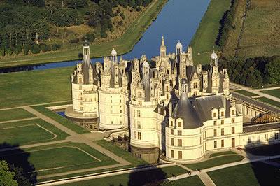 Das Château de Chambord ist das größte Schloss in der Loire. Es diente früher als Prunk- und Jagdschloss. Es gilt als das prächtigste aller Loireschlösser.