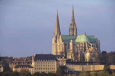 Die Kathedrale von Chartres in Centre ist ein Ort von dem man behauptet dass er die Macht besitze, Menschen zu erleuchten.