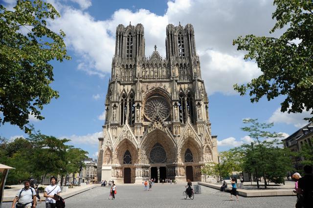 Die Kathedrale Notre-Dame von Reims. 30 Herrscher Frankreichs wurden hier gekrönt. 2011 hat Reims das 800 Jubiläum von der Kathedrale gefeiert.