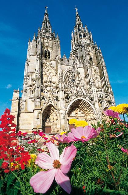 """Die Basilika """"Notre-Dame de l'Epine"""", die zum UNESCO Welterbe zählt, liegt im Département Marne in der Region Champagne-Ardenne."""