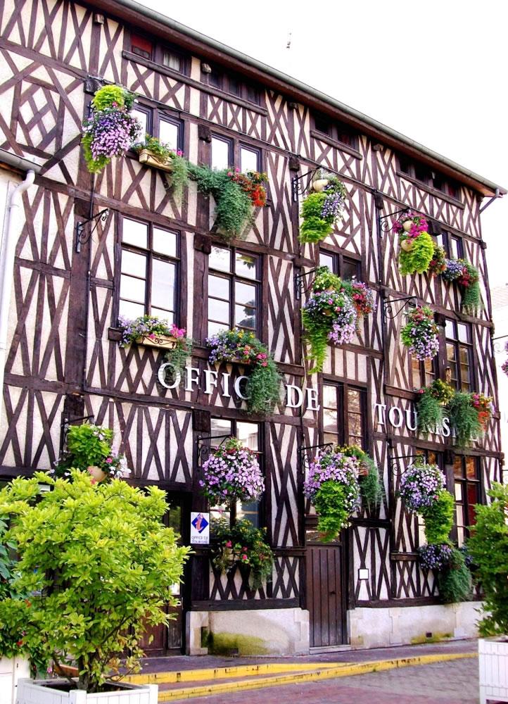 Tourismusinformationsbüro von Châlons in der Champagne. Das Fachwerkhaus ist aus dem XVI Jahrhundert.