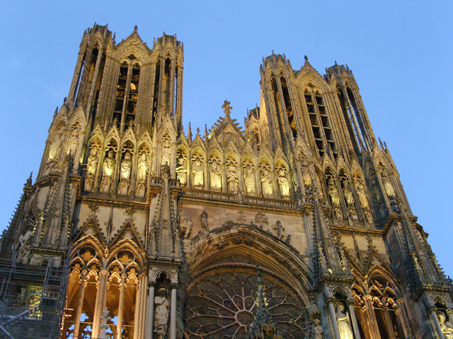 Die  Kathedrale Notre-Dame de Reims gilt als eine der architektonisch bedeutendsten gotischen Kirchen Frankreichs. Seit 1991 UNESCO-Welterbe.