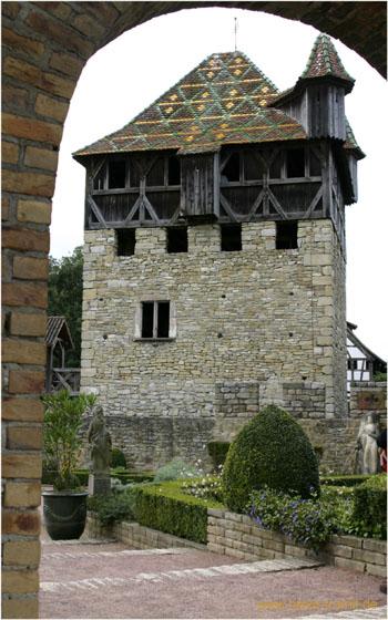 Das Écomusée in Ungersheim im Elsass war früher das größte Freilichtmuseum Frankreichs und ist heute ein kommerzieller Freizeitpark mit etwa 70 Gebäuden