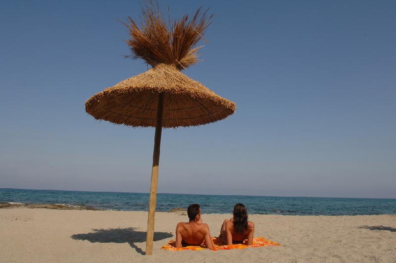 FKK-Liebhaber finden wunderschöne Sandstrände auf Korsika.