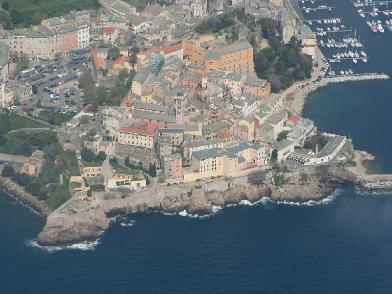 Bastia ist als 'Ville d'Art et d'Histoire' ausgezeichnet. Sehenswert: die Kathedrale Sainte-Marie aus dem 17. Jh.
