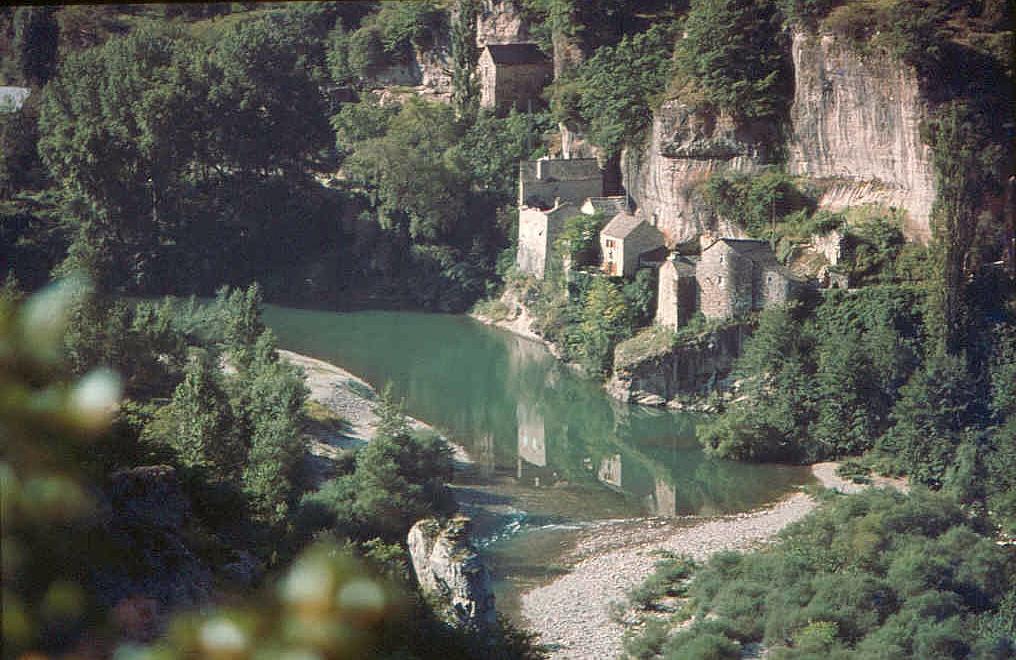 Der Gorges du Tarn, eine große Schlucht im anfangs drittel des Flusses Tarn zwischen den Orten Le Rozier und Sainte-Enimie in der Champagne