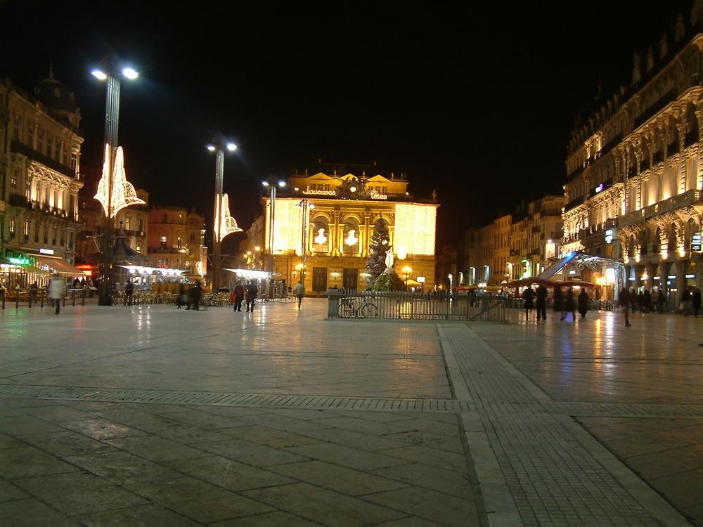 Im historischen Zentrum Montpelliers, befindet sich der groß angelegte Place de la Comédie mit seinen Prachtbauten