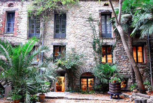 Sant-Roch-Céret ist ein Künstlerhaus. Es vereinigt Kultur und ist ein Austausch für Handwerks Künstler.