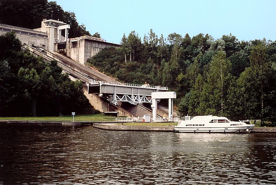 Das Schiffshebewerk Saint-Louis/Arzville, ein Schrägaufzug der einen Höhenunterschied von 44,55 m überwindet.