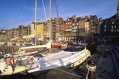 Honfleur ist eine malerische Hafenstadt an der Côte fleurie. Die traditionsreiche Hafenstadt zählt zu den schönsten Orten der Normandie.