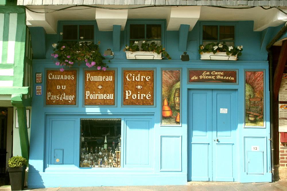 La Cave du Vieux Bassin. Ein Spezialitäten Laden in Honfleur, Calvados