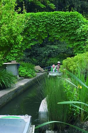 Im Jardin d'Acclimatation sind schöne Landschaften und Freizeitpark in einer schönen weise kombiniert.