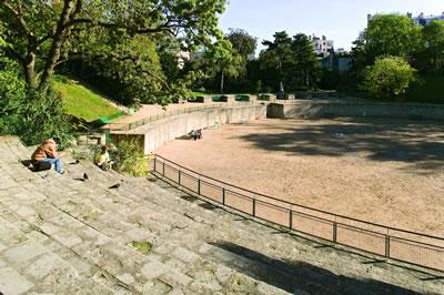 Ältestes noch erhaltenes Bauwerk von Paris. In der Arena konnten bis zu 17.000 Personen den Gladiatoren- und Tierkämpfen sowie Theatervorstellung zuschauen