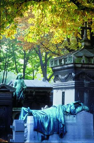 Der Cimetière du Père Lachaise ist der größte Friedhof in Paris und der erste Parkfriedhof der Welt.