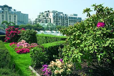 Der Garten von Les Halles, ist ein neuer Stadtgarten, attraktiv für Kinder und Familien mit viel Platz und Rasenflächen zum toben.