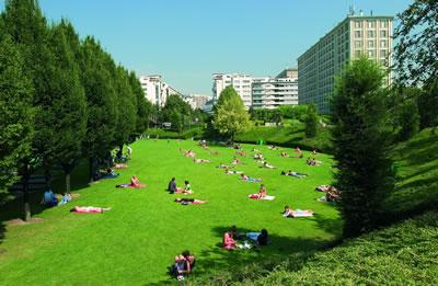 Die Promenade Plantée ist eine Grünfläche auf einer ehemaligen Eisenbahnlinie im 12. Arrondissement von Paris