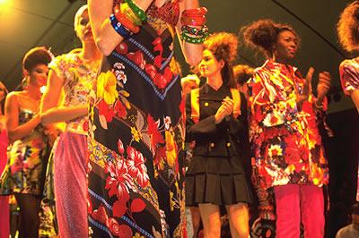 Live bei einer Modeschau in Paris. Paris ist für seine Modeschauen Weltberühmt und zieht jedes Jahr viele Designer an.