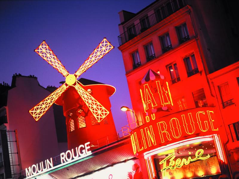 Das Moulin Rouge (Rote Mühle) ist das bekannteste Varieté in Paris. Weltberühmte Showgirls und Cancan-Tänzerinnen auf den historischen Bühnenbrettern