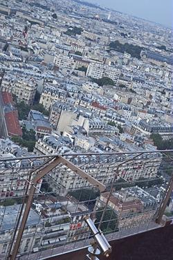 Der Blick vom Eiffelturm über Paris. Von hier hat man einen beeindruckenden Rundum Blick über die Stadt Paris und seine Stadtviertel