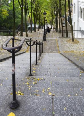 Die berühmten Treppen vom Montmartre, Paris. Der Montmartre ist 130 Meter hoch und ist damit der höchste Hügel in Paris.
