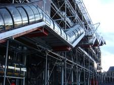 Das Kunst- und Kulturzentrum Centre Pompidou ist weltweit größtes Kulturzentrum und ein Besuchermagneten in Paris, mit 2,5 Mio Besucher jährlich