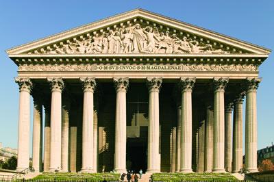 Eine der bedeutendsten Sehenswürdigkeiten in Paris ist die Pfarrkirche La Madeleine. Sie befindet sich im 8. Arrondissement von Paris