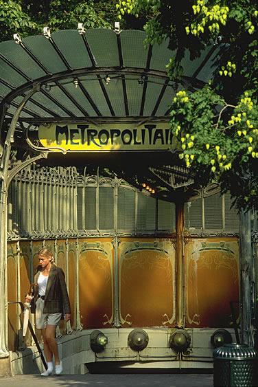 Die erste Metrolinie wurde am 19. Juli 1900 anlässlich der Weltausstellung eröffnet