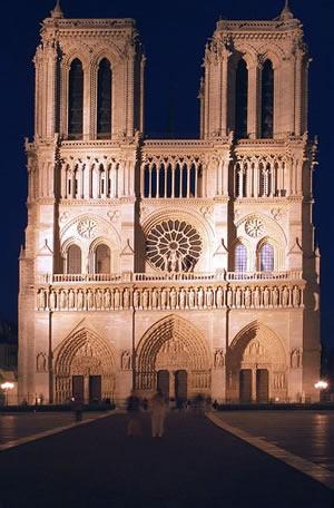 Die Kathedrale Notre-Dame de Paris ist der Sitz des Erzbistums Paris. Die beiden Türme sind 69 Meter hoch.