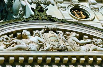 Das Opernhaus Opéra Garnier, genannt nach seinem Erbauer Charles Garnier (auch Palais Garnier genannt ) ist eines von zwei Pariser Opernhäuser.