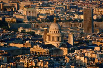 Blick vom Eiffelturm auf das Panthéon. Ruhmeshalle und Grabstätte berühmter französischer Persönlichkeiten.
