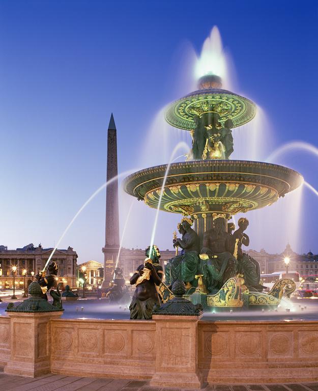 Am Place de la Concorde befinden sich einige beeindruckende Monumente und andere angrenzende empfehlenswerte Sehenswürdigkeiten von Paris
