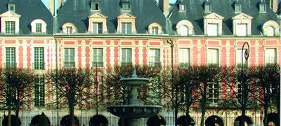 Einer der ältesten Plätze in Paris ist der Place des Vosges und dazu noch einer der schönsten.