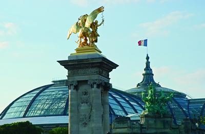 Das Grand Palais wurde für die Weltausstellung im Jahr 1900 in Paris errichtet. Es diente als  Ausstellungsgebäude