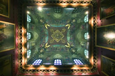Das Musée du Louvre in Paris ist das größte Museum der Welt und enthält rund 300.000 Exponate