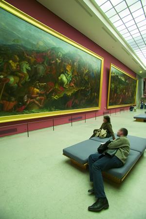 Der Louvre beherbergt eine Vielzahl an bedeutenden Kunstwerken. Das bekannteste durfte wohl die Mona Lisa von Leonardo da Vinci sein
