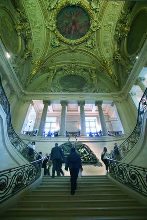 Der Louvre von Innen, der frühere französische Königspalast. Das Gebäude liegt im Zentrum von Paris.