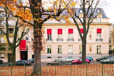 Privatvilla von Marie-Laure de Noailles. Das Museum Baccarat, Paris beinhaltet eine Sammlung Dekorativer Kunst