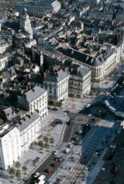 Die Region Pays de la Loire ist bei Badetouristen sehr beliebt. Aber auch die Städte der Region haben einiges zu bieten. Hier eine Luftaufnahme.