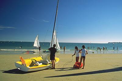 Die Bucht von La Baule ist sehr beliebt und bekannt für seinen schönen Strand. Es ist einer, mit zwölf Kilometern, der längsten Badestrände Europas.