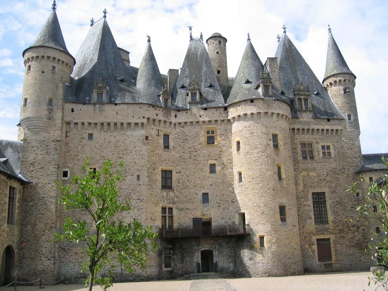 Das Château de Jumilhac im grünen Perigord, die Sehenswürdigkeit ist offen für Besucher