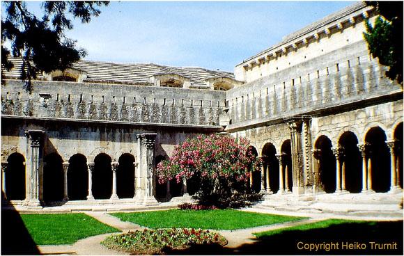 Arles gehört zu den sehenswerten Städten in der Provence wegen seiner Überreste aus der Antike - beispielsweise das Amphitheater von Arles.